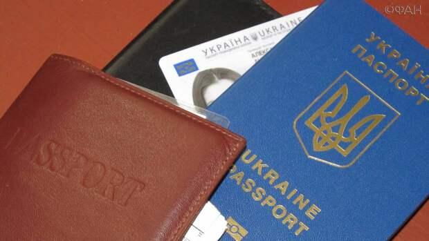 Только по-английски: Киев проверит «правильность» написания имен в украинских паспортах