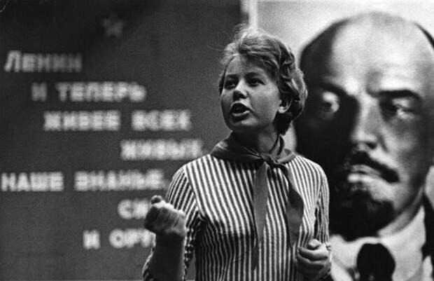 Пионервожатая. Всеволод Тарасевич, 1965 г., Норильск, из архива МАММ/МДФ.