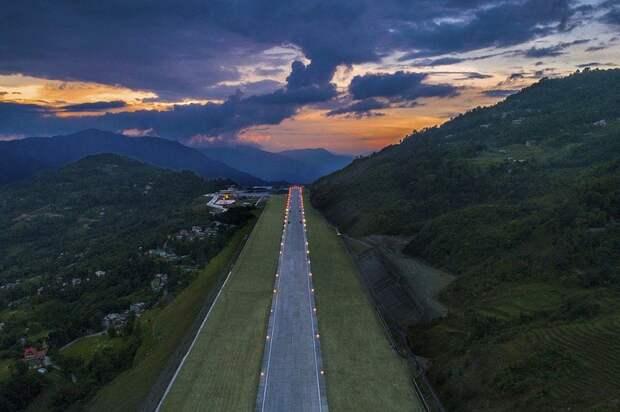 В Гималаях открыли самый живописный аэропорт в мире