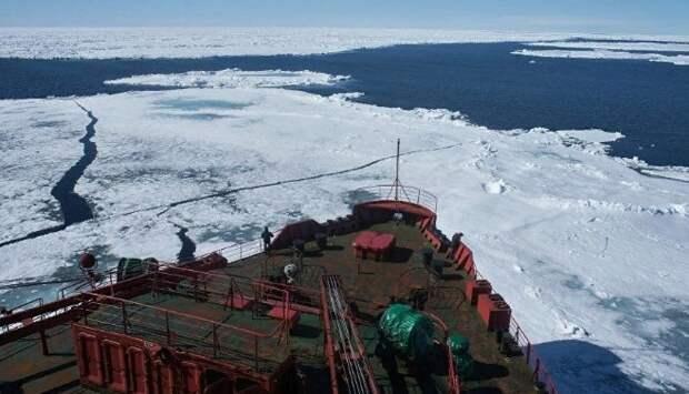 США решили ответить на активность России и направить в Арктику авианосец