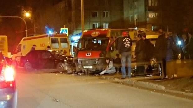 ДТП с маршруткой, трагедия в Шереметьево и состояние группы Queen: что произошло минувшей ночью