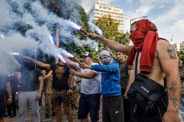 Украина напрашивается на статус террористического государства – эксперт