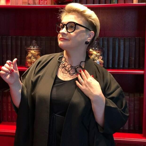 Как одевается народный стилист «Модного приговора»: московская модель плюс-сайз и ее образы