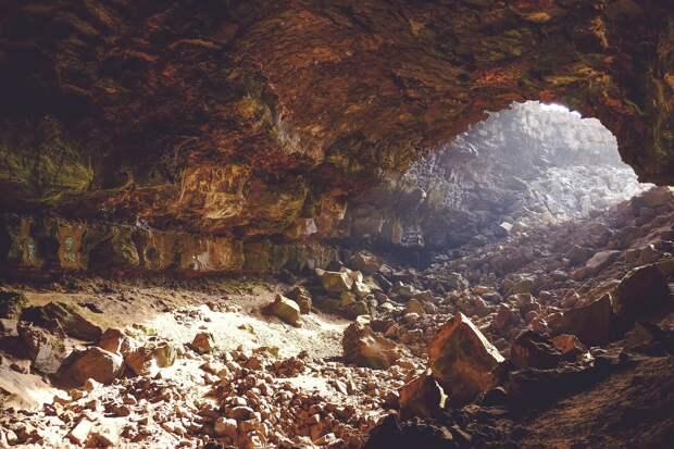 Пропавших в подмосковных пещерах школьников нашли спасатели