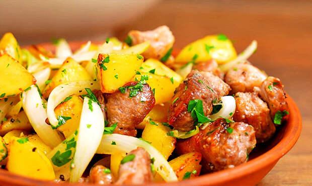 Мясо с картошкой на сковороде «Оджахури»