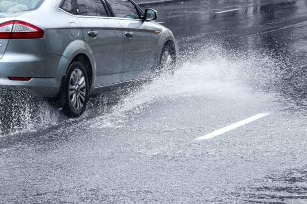 После преодоления лужи тормозные колодки следует просушить / Фото: vehiclescene.com