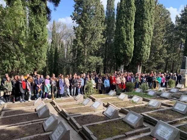 В Ялте восстанавливают захоронения советских воинов