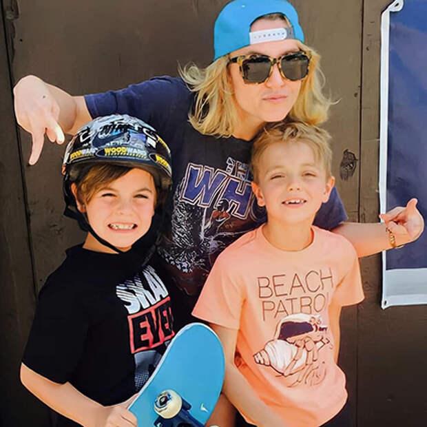 Бритни Спирс с маленькими сыновьями