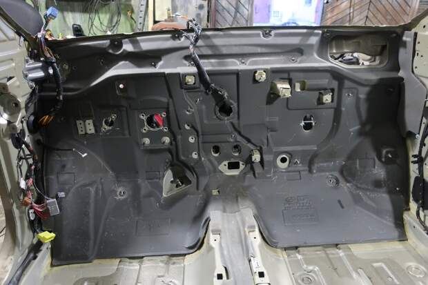 Теперь понял, почему самые дешёвые Hyundai достаточно тихие внутри: показываю, как и из чего всё сделано изнутри