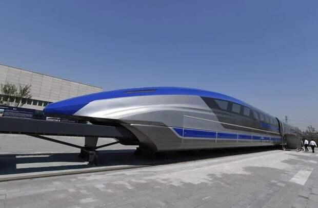 Способный развивать скорость 600 км/ч поезд на магнитной подушке сошел с конвейера в Китае