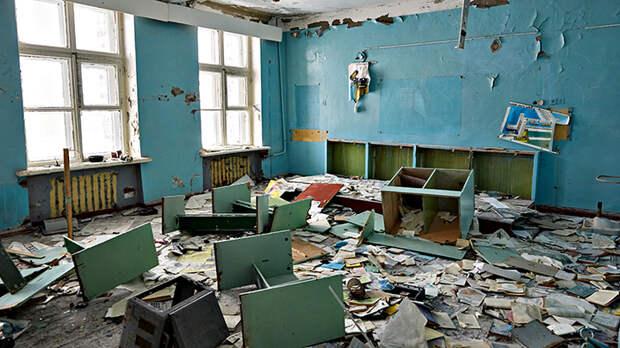 Их задача – всё быстренько закрасить: В школе-руине высадился иностранный десант