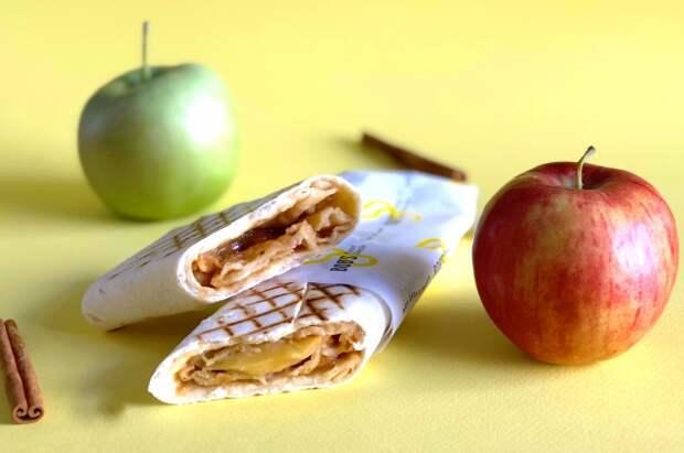 Ролл с яблоком