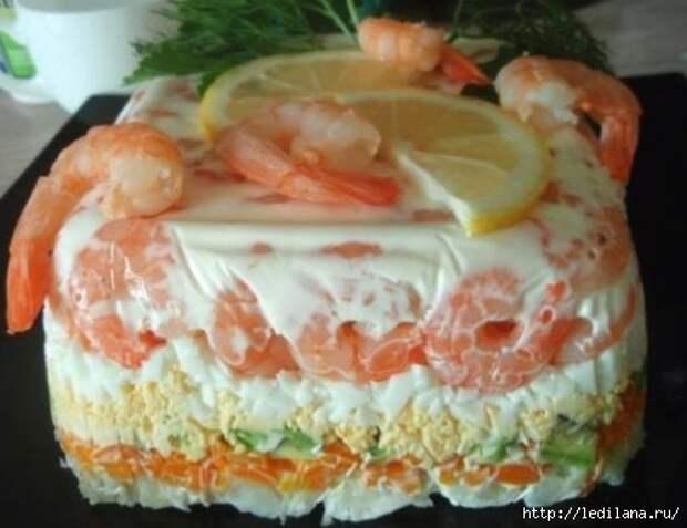 Слоеный салат-торт с креветками, авокадо и овощами (500x385, 88Kb)