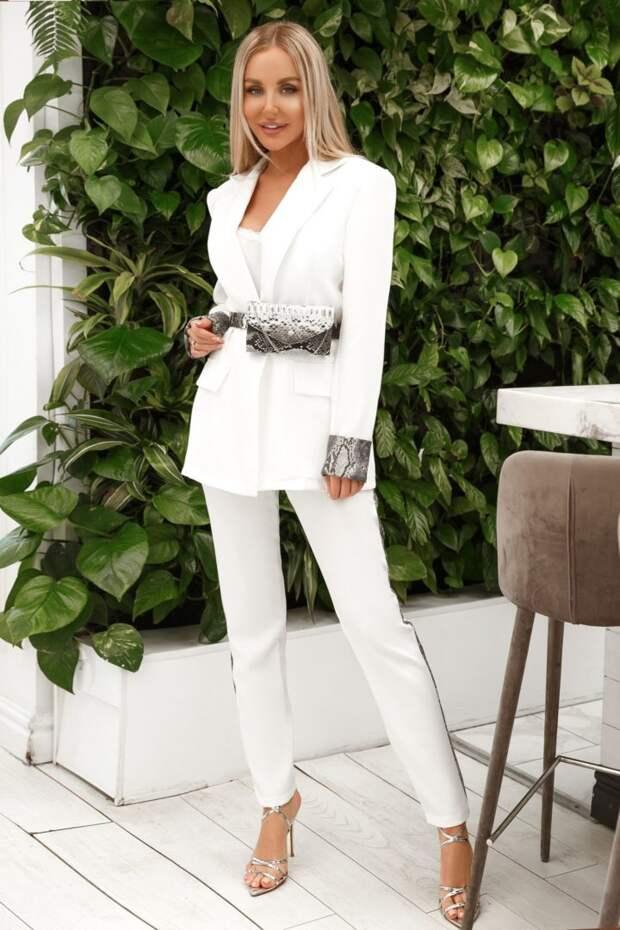 Классические женские костюмы (с юбкой, брюками): модные тенденции, фото 2021-2022