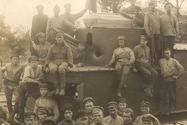 Экипаж красного бронепоезда после боя с белыми