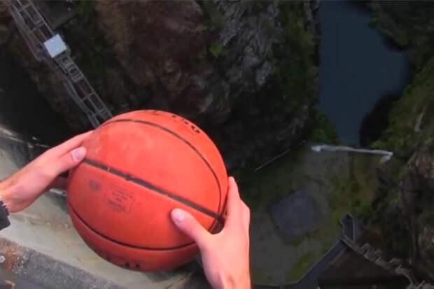 Скидываем мяч с огромной высоты