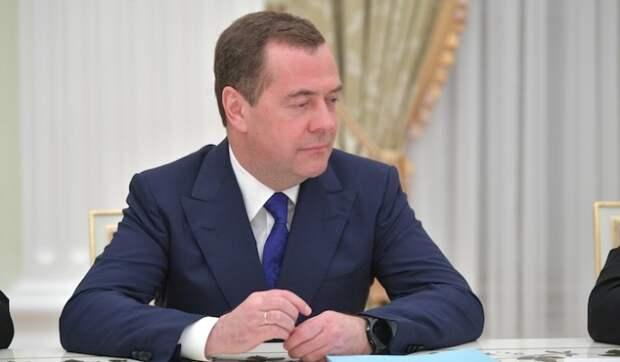 Дмитрий Медведев поздравил россиян с Новым годом