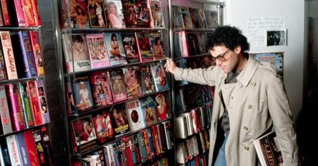 Американец отсудил уродителей, выбросивших его коллекцию порно, 25 тысяч долларов