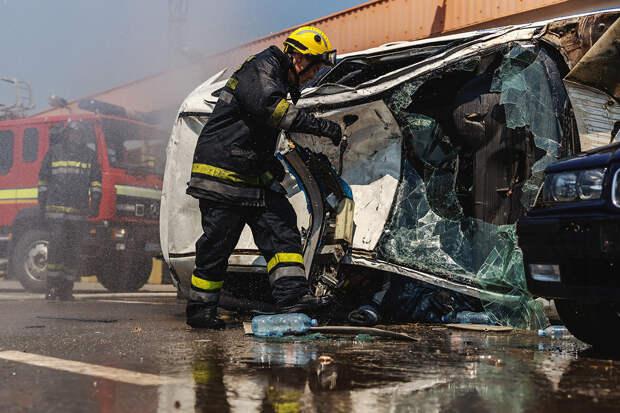 Автомобиль с запертыми внутри детьми загорелся под Москвой