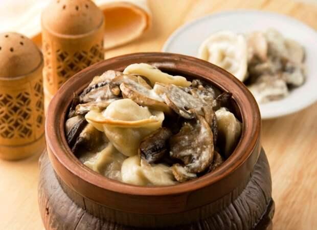 Пельмени с грибами. \ Фото: pech.usite.pro.