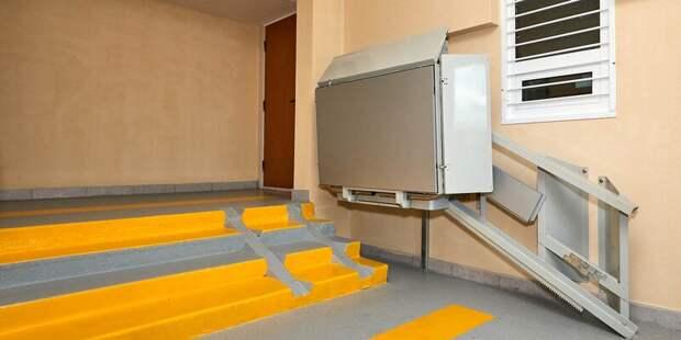 В домах на северо-востоке столицы установят 32 платформы для маломобильных граждан