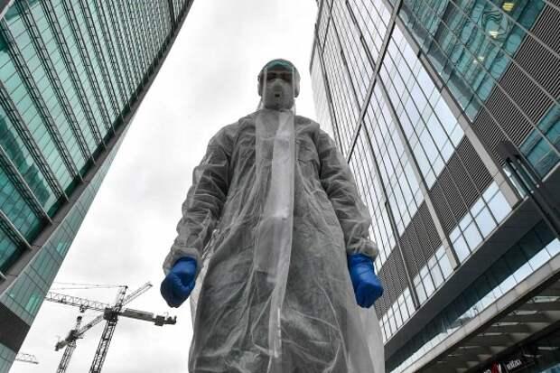 На эффективности медицинских масок от коронавируса настаивают многие ученые и врачи. Фото: Сергей Киселев/АГН Москва