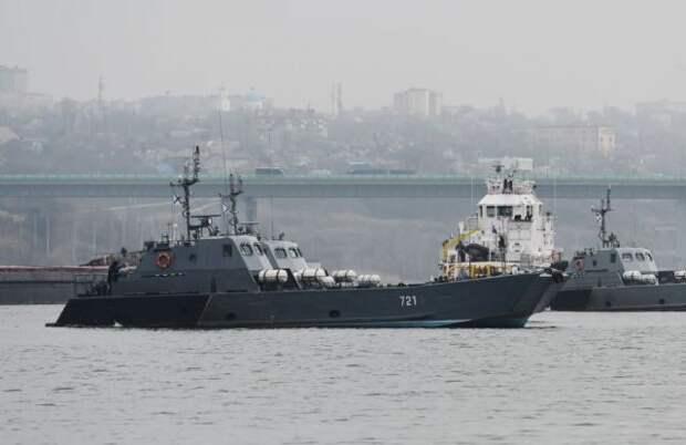 Корабли Каспийской флотилии вышли в море для проверки боеготовности