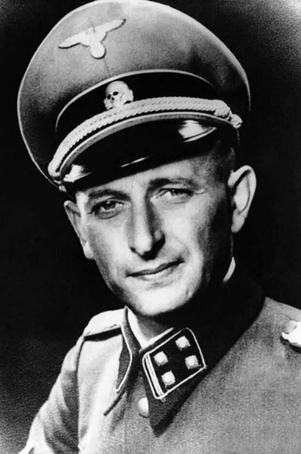 Адольф Эйхман в форме оберштурмбаннфюрера СС