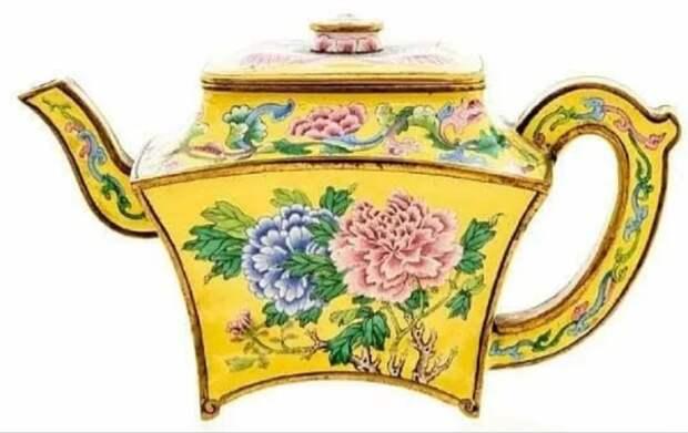 Старый чайник с чердака продали почти за $500 тыс.
