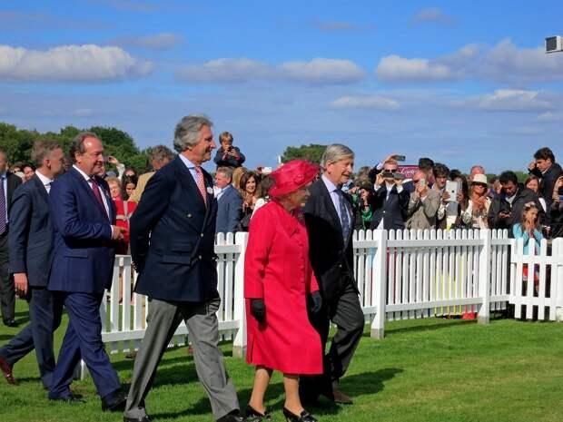 Королева Великобритании станет прабабушкой в девятый раз