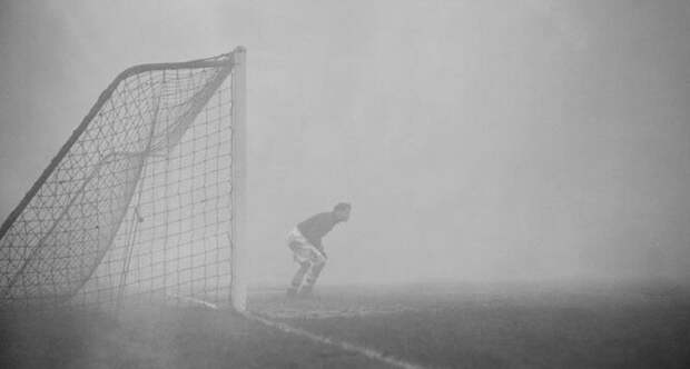 Забудьте про ёжика: целый футбольный матч в тумане