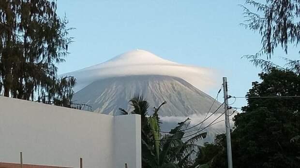 Гора в облачной шапке день, животные, кадр, люди, мир, снимок, фото, фотоподборка