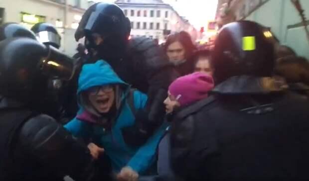 На акции в поддержку Алексея Навального вышло несколько тысяч жителей Москвы