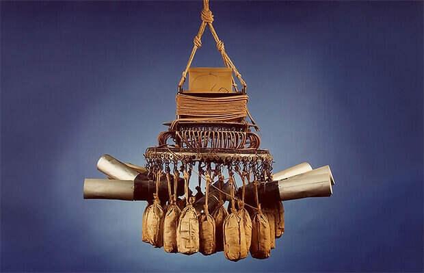 Подвесная корзина с бомбами (экспонируется в одном из канадским музеев)