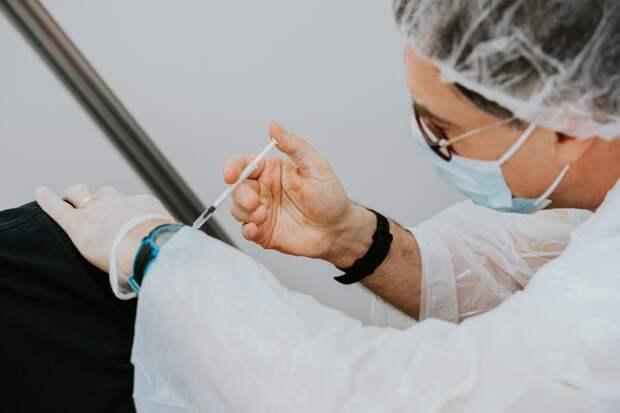 Жителям Удмуртии объяснили порядок введения второго компонента вакцины от коронавируса