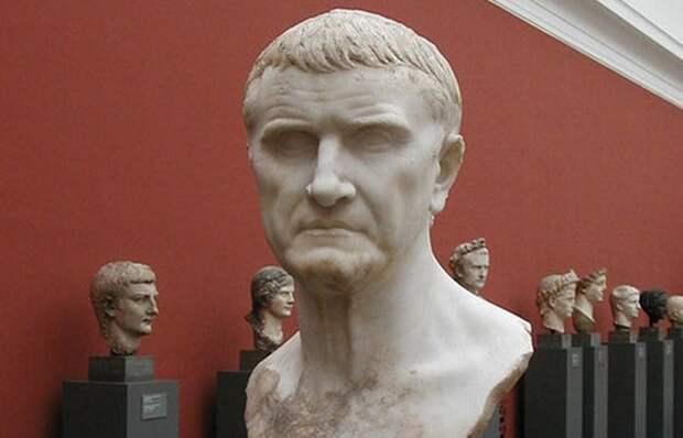 Преобразовал Римскую республику в Римскую империю.