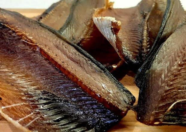 Вялим селедку вкуснее копченой: маринуем рыбу в красном перце и чесноке