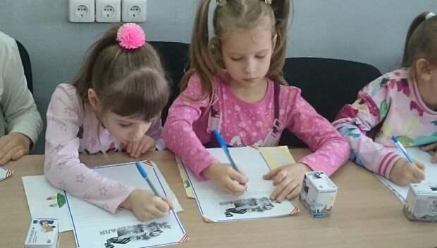 В Подольске дети отправили военным в госпиталь открытки ко Дню защитника Отечества