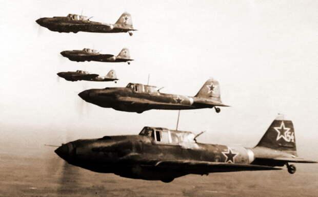 В воздухе группа штурмовиков Ил-2 826-го штурмового авиаполка - Рекорды Эриха Рудорффера: от Туниса до Прибалтики | Военно-исторический портал Warspot.ru
