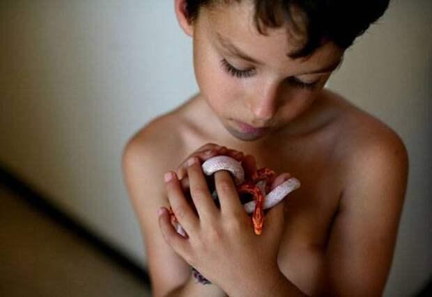 Змеиный массаж: молодость лишь для смелых