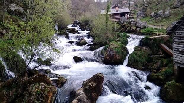 Крупа на Врбасе – это целая цепочка водопадов со старинными мельницами