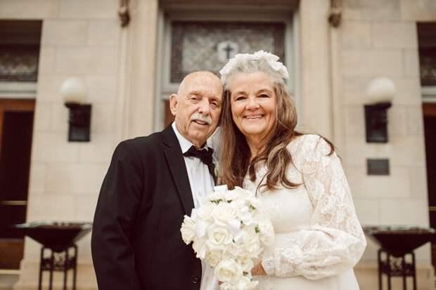 Супружеская пара покорила интернет фотосессией к 50-летней годовщине свадьбы