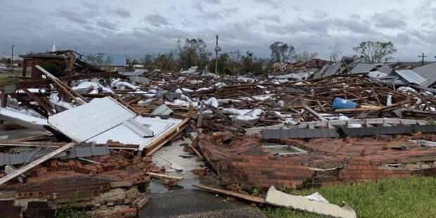 Разрушительная мощь: в США возросло количество жертв урагана Лора - ТЕЛЕГРАФ