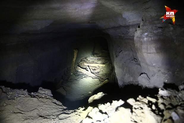 У романистов есть излюбленный штамп «из подземелья пахнуло могильной сыростью». Из этого подземелья не пахло ничем Фото: Александр КОЦ, Дмитрий СТЕШИН