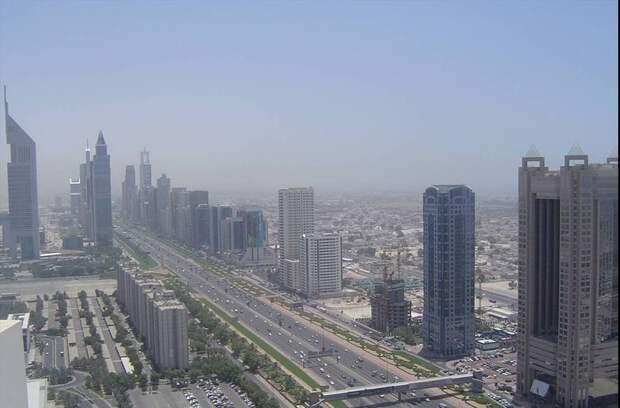 1991 Дубаи Sheikh Zayed Road in 2004.jpg