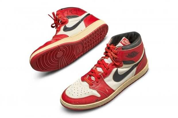 Кроссовки Майкла Джордана продали на аукционе за 615 тыс. долларов