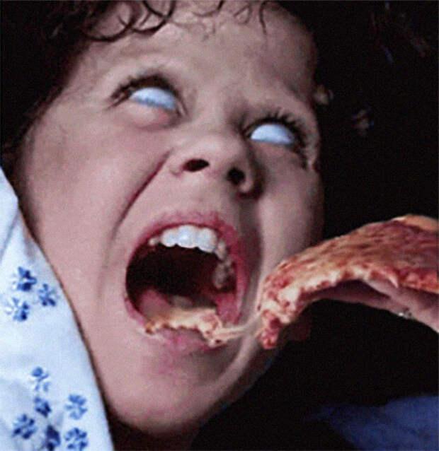 Хоррор скетчупом: пользователи добавляют вкадры изстрашных фильмов пиццу