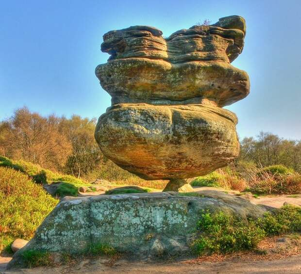 Висячие камни не подчиняются закону гравитации