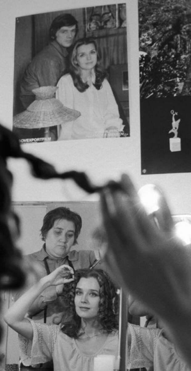 Ирина Алферова в своей театральной гримёрке.