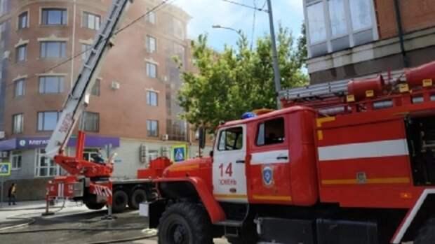 Из-за пожара в тюменской многоэтажке эвакуировали несколько десятков человек